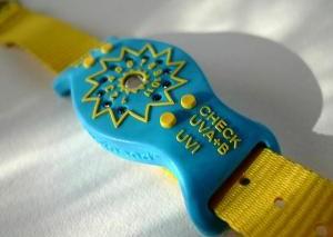 Сигнальные браслеты уже защищают владельцев от солнечных ожогов