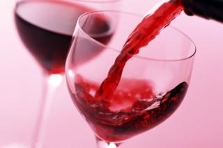 Красное вино полезно при сидячем образе жизни