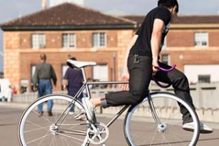 Поездки на велосипеде увеличивают риск повреждения почек и половых органов