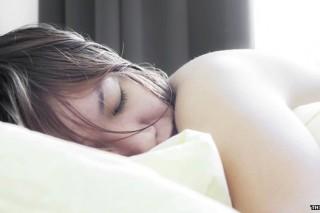 Сон в светлой спальне приводит к ожирению