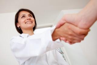Рукопожатия опасны для здоровья