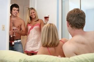 Поклонники группового секса находятся в особой зоне риска